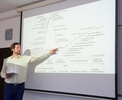 Utrinek vabljenih predavanj: dr. Alois Paulin – Trendi razvoja tehnologij IKT – Kaj lahko pričakujemo v naslednjih dveh desetletjih?