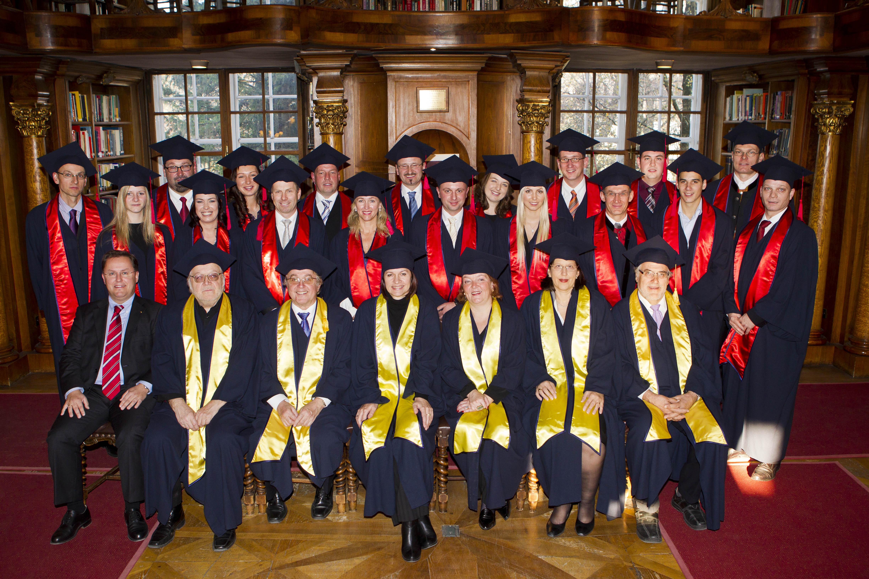 1_ba_graduierung_gruppe-2011