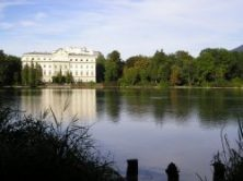 schloss_leopoldskron_and_the_leopoldskroner_weiher_in_salzburg