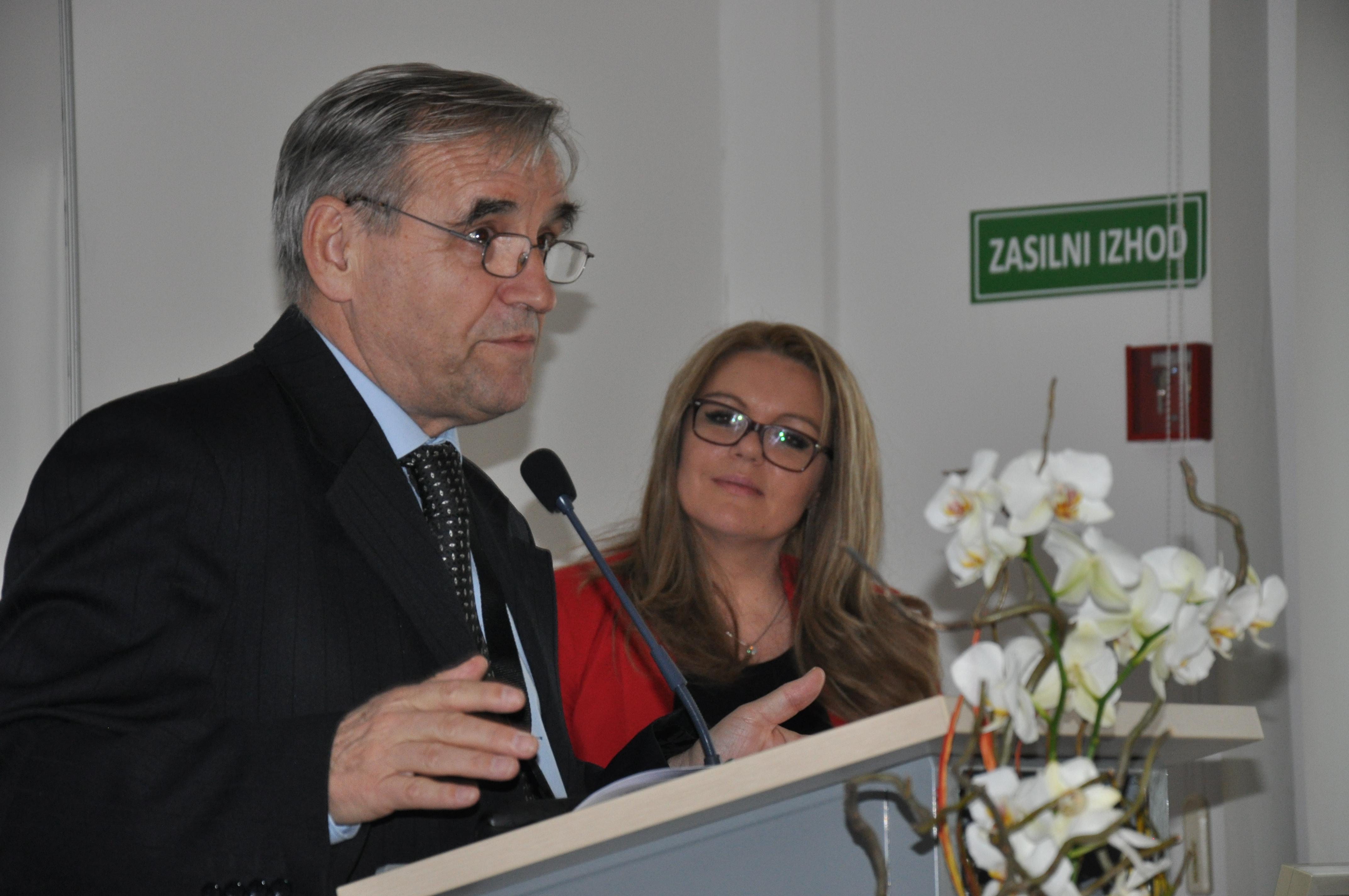 prof. dr Andreja Savić s prispevkom Varnostno-poslovni izzivi globalizacije: teoretični pristop