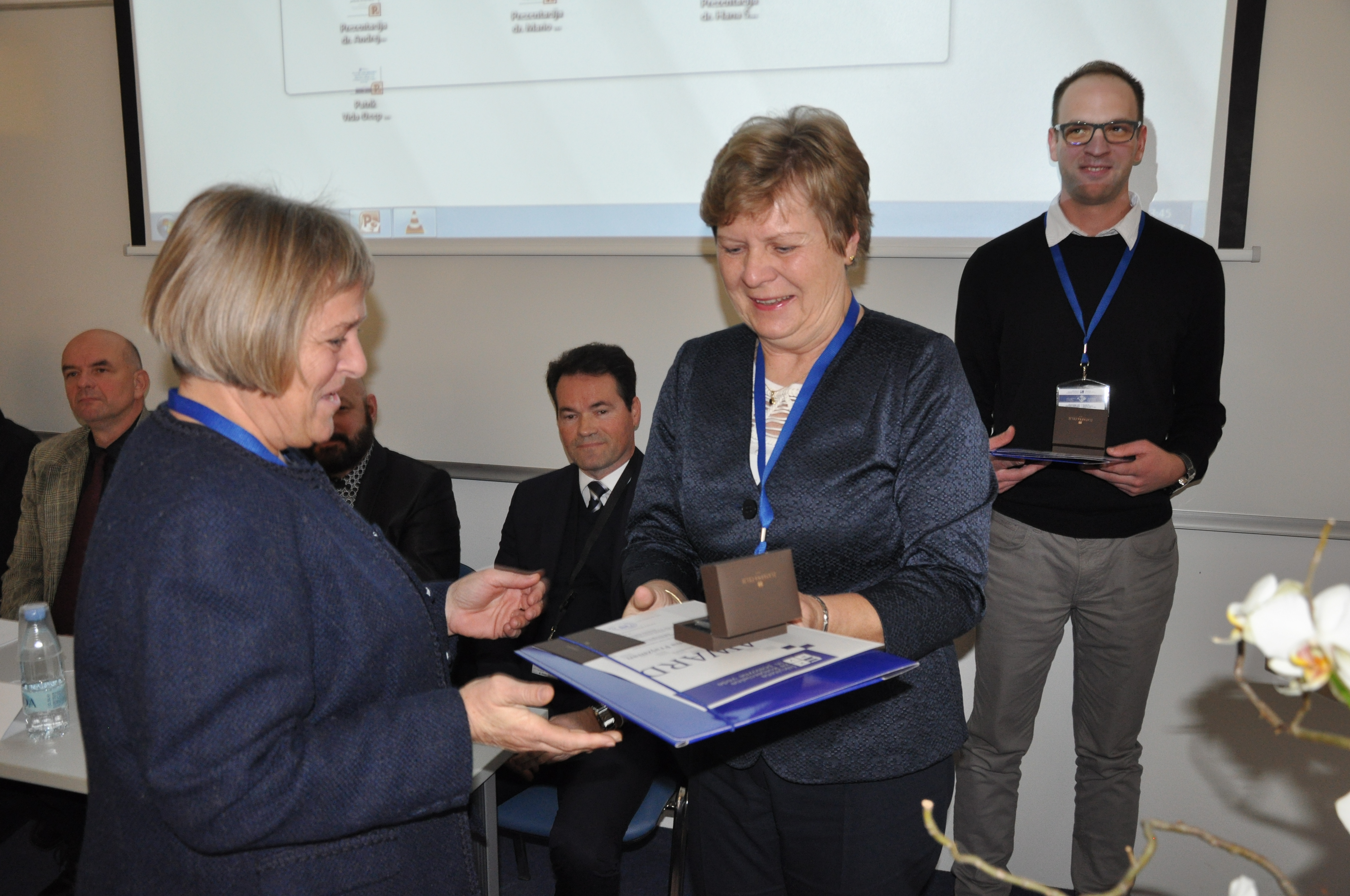 Priznanje za najboljši članek konference pa je prejela  mag. Polona Frajzman s prispevkom Sodelovanje managerjev slovenskih potovalnih agencij s poslovnimi partnerji v tujini.