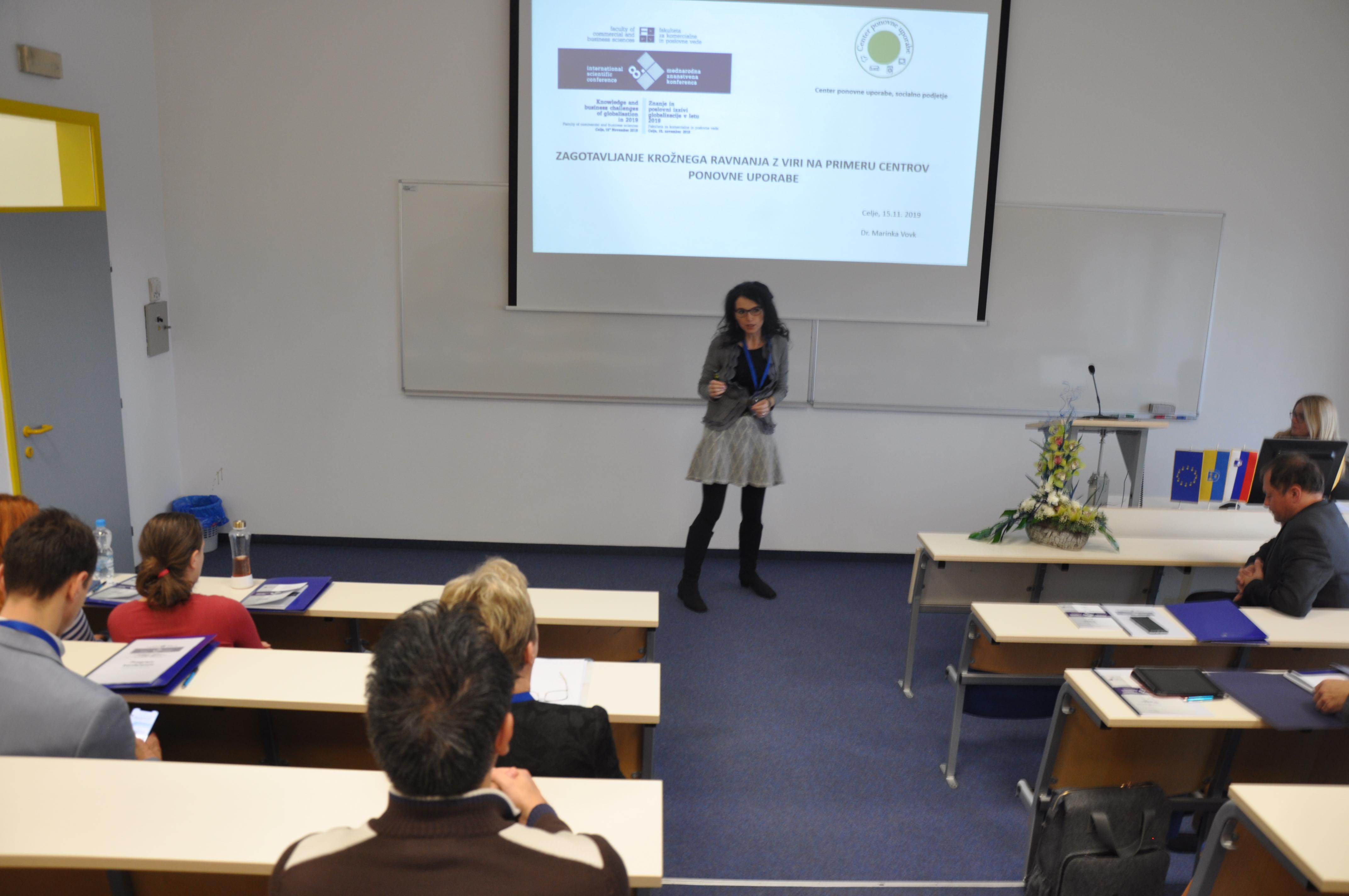 dr. Marinka Vovk s prispevkom Zagotavljanje krožnega ravnanja z viri na primeru centrov ponovne uporabe